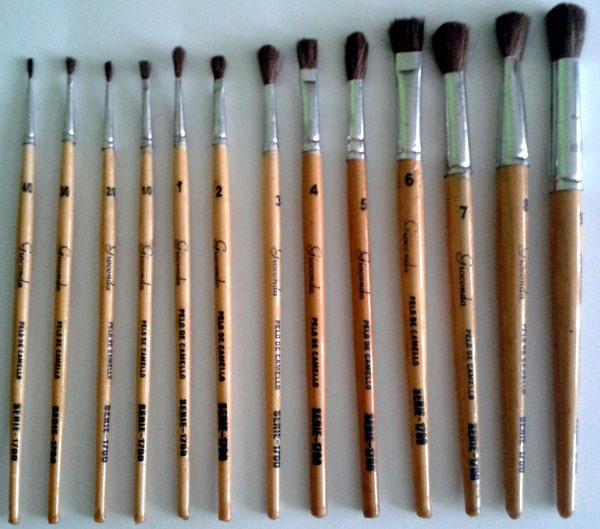 3 cepillos planos y 3 cepillos redondos con virola de acero inoxidable y mango sint/ético Juego de 6 brochas de pintura Rottweiler