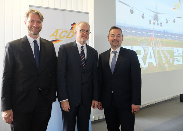 From l > r: Joachim von Winning/ACC  -  Winfried Hartmann/ACD  -  Dirk Schusdziara/Fraport -  courtesy: Medienbureau am Reichstag
