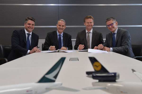 From left to right: Mark Sutch (Cathay), Simon Large (Cathay), Peter Gerber (LHC) and Bernhard Kindelbacher (LHC) / source: LHC