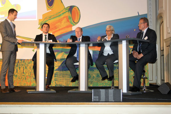Panelists (l > r): Michael Goentgens and Christopher Graves, both LH Cargo  /  Lothar Moehle, DB Schenker  /  Birgit Loga, LBA  /  Erich Keil, Fraport  -  photo: hs