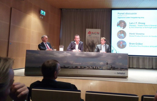 Panelists discussing the role of AMS and AF-KLMN Cargo (l > r): Bram Graeber, AF-KLM Cargo / Henk Venema, Goedis / Lars Droog, Tosoh/ACN  -  picture ms