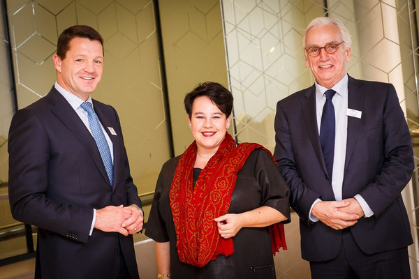 Photo (l > r): Pieter Elbers, President & CEO KLM  /  Mrs Sharon Dijksma, Dutch State Secretary Infrastructure & Development  /  Frank Allard, BARIN Chairman  -  courtesy Tycho Mueller