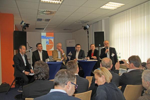 Leipzig panelists (l > r): Ulf Weber, AeroLogic / Markus Otto, EAT / Gerton Hulsman, DUS Cargo / Kay-Uwe Hoerl, EFW / Bettina Ganghofer, DRS / Heiner Siegmund, Mod.  /  source: Roland Oster