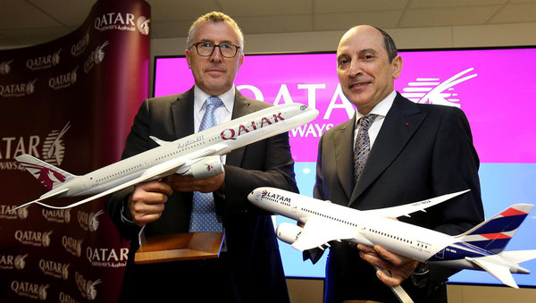 Enrique Cueto, CEO LATAM Airlines Group (standing left) and Akbar Al Baker, Group CEO Qatar Airways - at the LATAM-QR agreement ceremony
