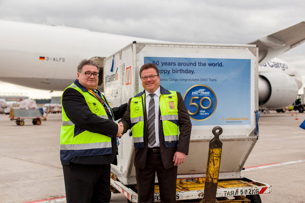 50 years serving the industry successfully – Klaus Kunkel of LH Cargo (standing right) congratulates EMO's Bernhard Stock  -  courtesy LH Cargo