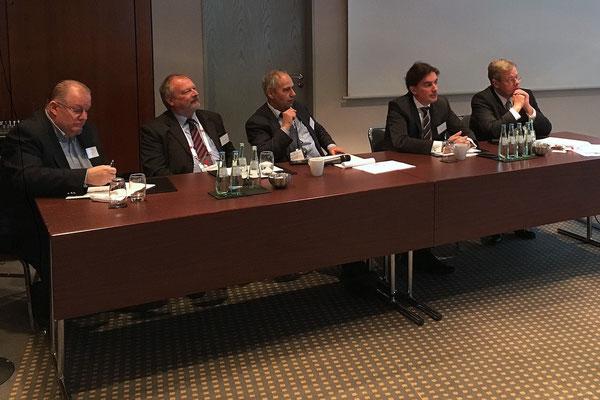 IATA Network Breakfast panelists (l > r): Mike Schmitt, DHL Express  /  Uwe Beck, BeCon Projects  /  Heiner Siegmund, Moderator  /  Christophe Mostert, M2P Consulting  /  Stephan Witteler, Heuking-Kuehn-Lueer-Wojtek  -  picture: Ulf Klose
