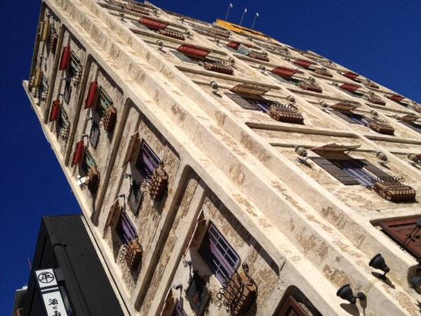 長者町の通りのすぐそばにこんな洒落た建物が。