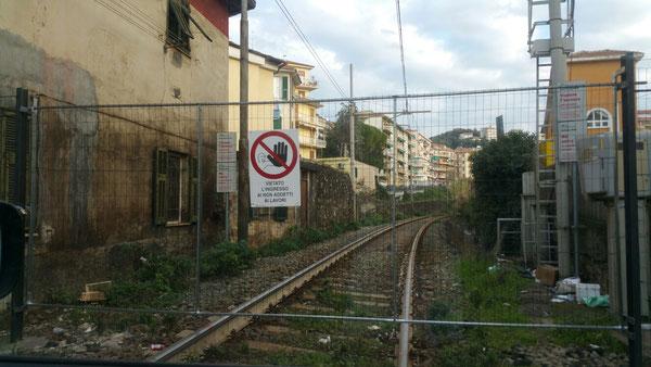 Stillgelegte Bahnstrecke in Imperia - Porto Maurizio ehemaliger Übergang