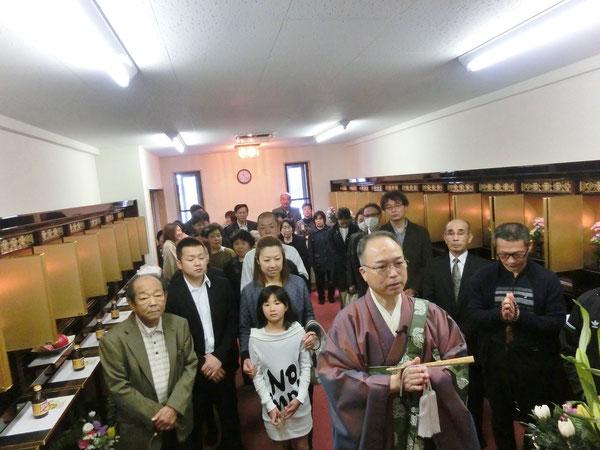 納骨堂で読経・焼香(4/3 2016)