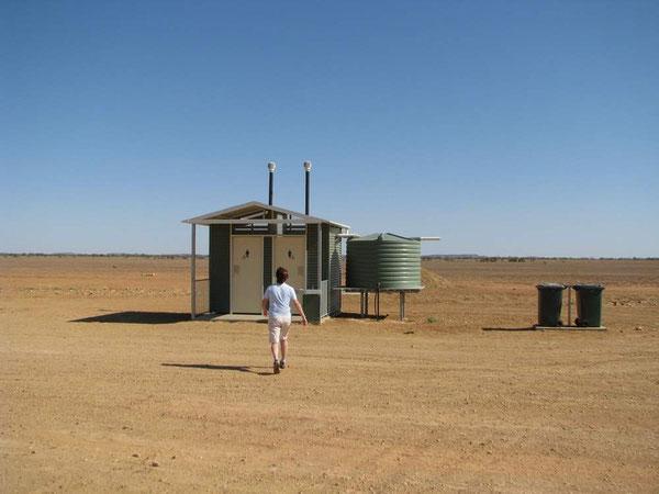 100km zu beiden Seiten nichts, aber eine saubere Toilette