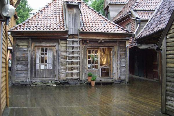 Ein altes Holzhaus in Bergen