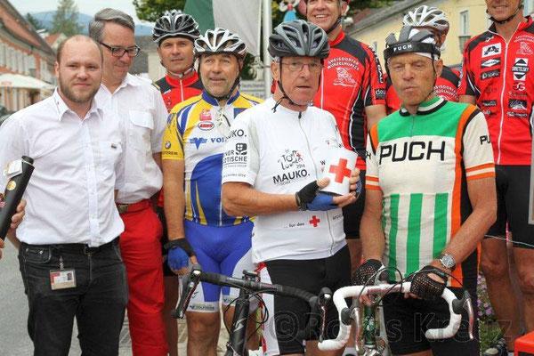 4.v.l. Harter Hermann (Stiefvater von Radlegende Peter Luttenberger; 5.v.l.Peter Reicher-4 facher Tour de Lourdes Fahrer; daneben im Puch-Trikot-Radsport-Legende Rudi Mitteregger-3 facher Österreich Rundfahrt-Sieger u. 4 facher Glocknerkönig!