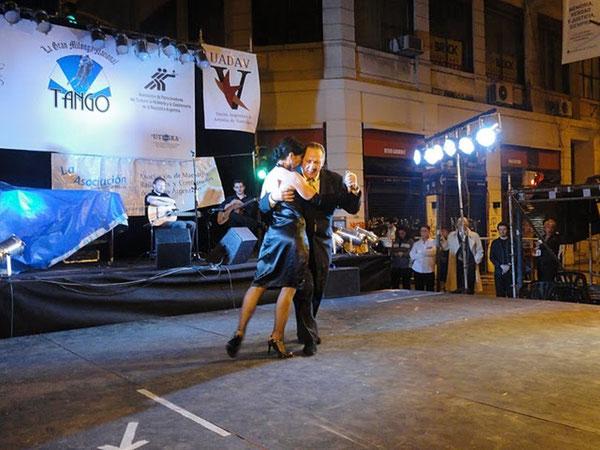 "JORGE MANGANELLI-MARIA CAMPOS, Tango ""BUSCANDOTE"""