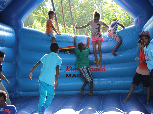 """BIG JUMP"", Hüpfburg/Jumping castle, Afrika Festival 2014, Böblingen, Germany, 02.08.2014, Canon EOS 550d. Foto: Eleonore Schindler von Wallenstern."