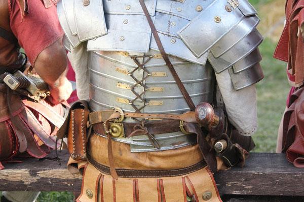 Römischer Soldat, Römerfest Hechingen-Stein, Römisches Freilichtmuseum Hechingen-Stein, 16.08.2014., Canon EOS 550d. Foto: Eleonore Schindler von Wallenstern.