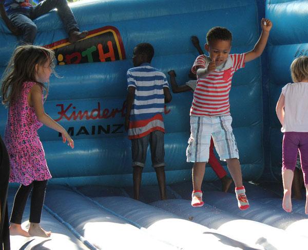 """FUN"", Hüpfburg/Jumping castle, Afrika Festival 2014, Böblingen, Germany, 02.08.2014, Canon EOS 550d. Foto: Eleonore Schindler von Wallenstern."