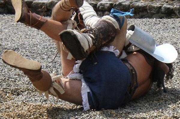 Kampf der Gladiatoren/Fight of the Gladiotors,  Römerfest Hechingen-Stein, Römisches Freilichtmuseum Hechingen-Stein, 16.08.2014., Canon EOS 550d. Foto: Eleonore Schindler von Wallenstern.