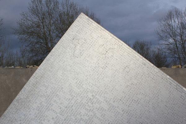 KZ-Gedenkstätte/KZ-Memorial Hailfingen-Tailfingen, 23.04.2014, Canon EOS 550d. Foto: Eleonore Schindler von Wallenstern.