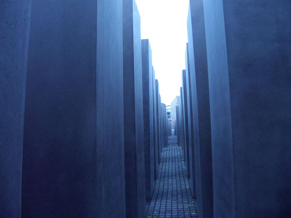 Holocaust-Mahnmal Berlin/Holocaust-Memorial Berlin, 06.04.2008, Berlin, Germany, Lumix FZ 18. Foto: Eleonore Schindler von Wallenstern.