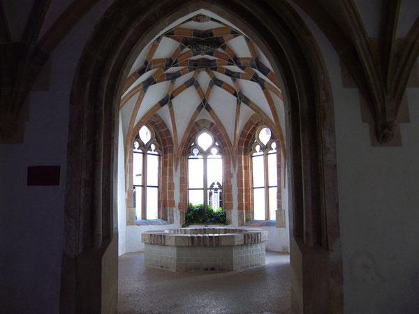 Brunnenhaus Kloster Blaubeuren/Spring house of the monastery Blaubeuren, Blaubeuren, Germany, 06.08.2009, Lumix Fz18, Raw. Foto: Eleonore Schindler von Wallenstern.