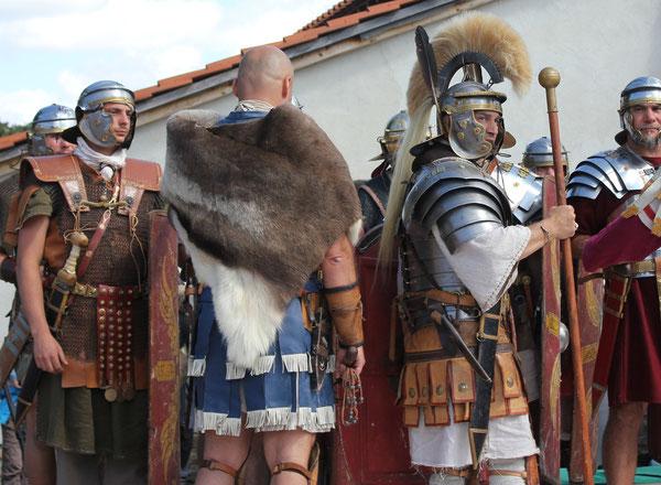 Römische Soldaten, Römerfest Hechingen-Stein, Römisches Freilichtmuseum Hechingen-Stein, 16.08.2014., Canon EOS 550d. Foto: Eleonore Schindler von Wallenstern.