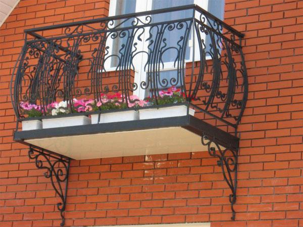 Балкон кованый выпуклый. в Кургане