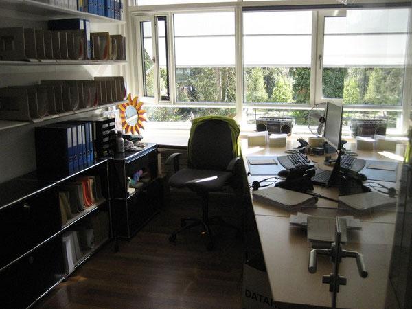 Das war Mo's Büro im Hauptsitz! Und nun hat sie Homeoffice! Cool!