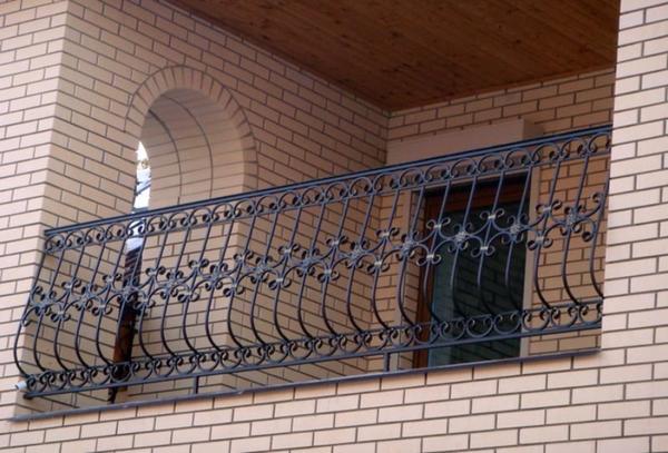 Кованый балкон, выпулый,