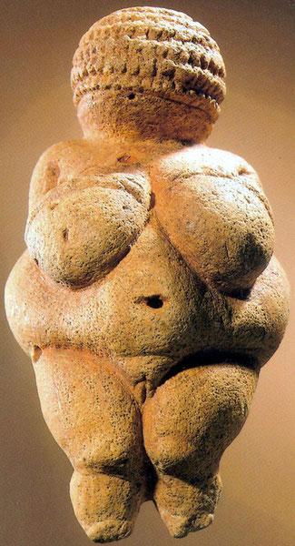 La Vénus de Willendorf (conservée au Musée d'histoire naturelle de Vienne en Autriche).