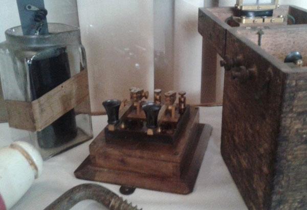 Double current, particolare tasto per la telegrafia sottomarina - IK6BAK Eliseo