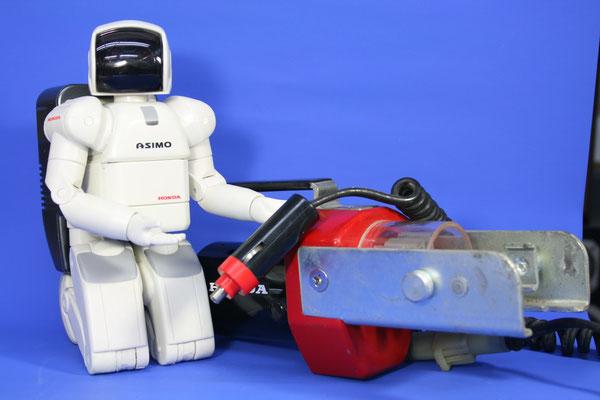 ホンダのアイデアコンテストで出品された物が商品化されました。セルモーターを利用してジャッキを電動で動かす工具です。