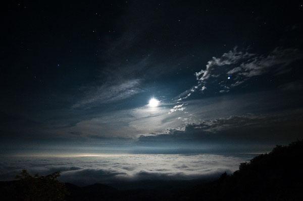 雲の上の月と星&幸せと平和