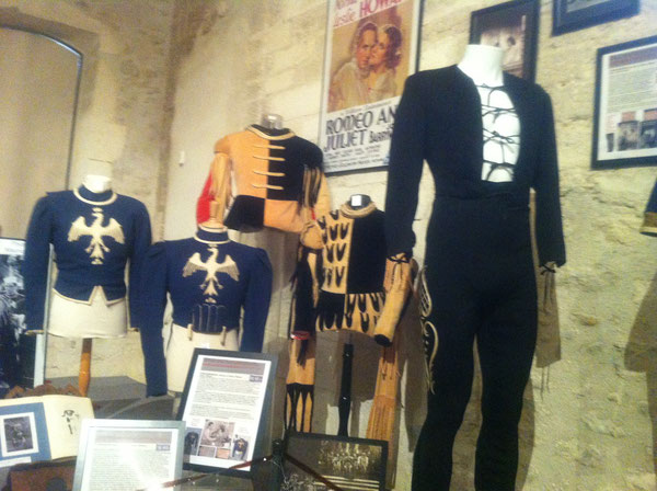 Costume de LESLIE HOWARD. Pantalon de la scène de bal; pourpoint: scène de la mort de ROMEO