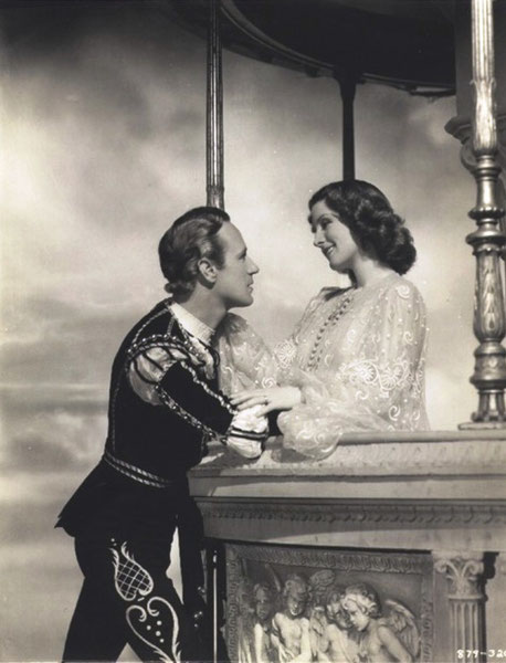 LESLIE HOWARD (Roméo) et NORMA SHEARER (JULIET)