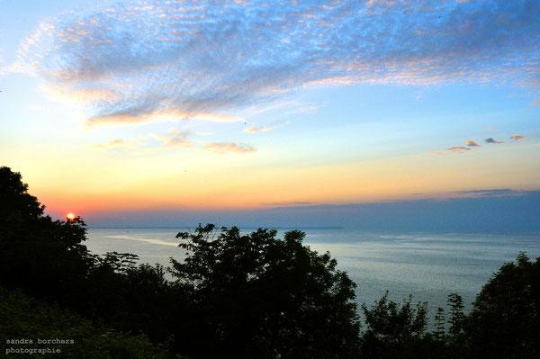 Sehr zu empfehlen: Ein Abendessen bei Sonnenuntergang auf der Terrasse des Panorama-Hotels Lohme - mit Blick auf's Kap Arkona!