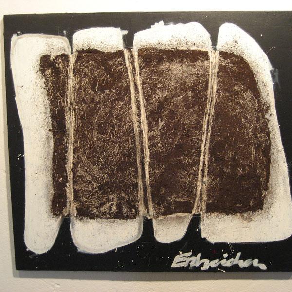 Erdzeichen.      Erde und Öl auf schwarzem Kunststoff, 80 x 80 cm