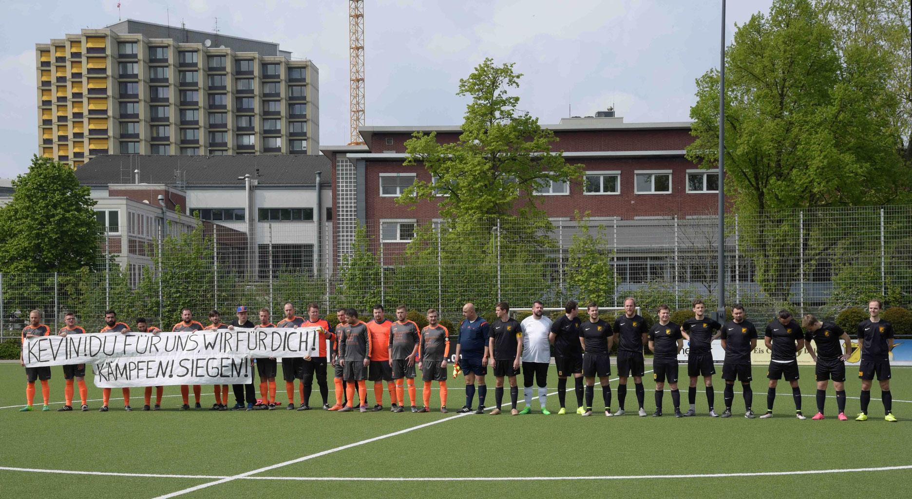 TuS Dritte Mannschaft vor dem Anpfiff gegen Ballfreunde Bergeborbeck II. - Foto: a.s.