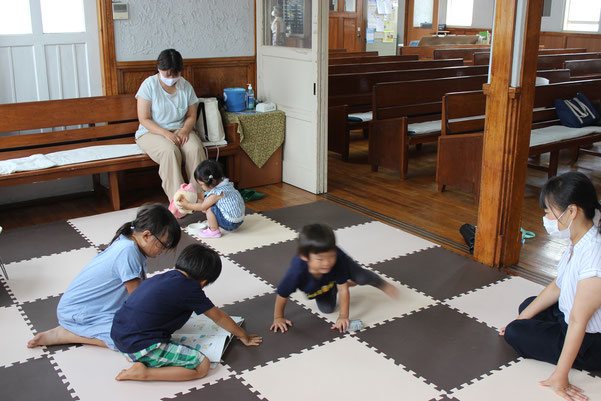 礼拝堂の親子室の様子