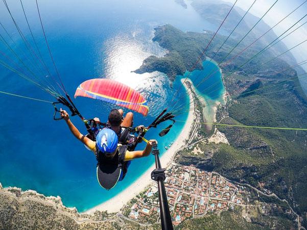 Le saut en parachute fait partie des idées les plus appréciées pour les Bucket Lists.