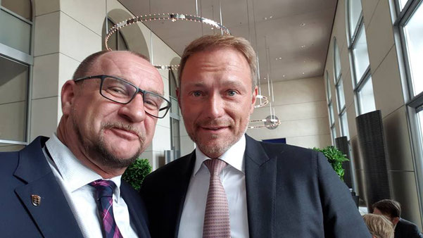 Die Mittagspause der Klausurtagung in Berlin nutze ich, um mich mit Christian Lindner auszutauschen. Gleich geht es wieder mit der Klausurtagung weiter!