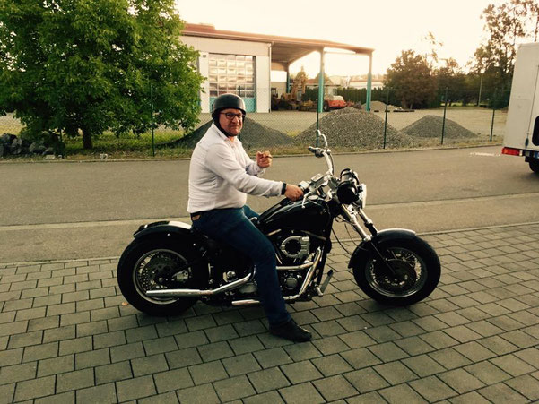Klaus Hoher mit Harley