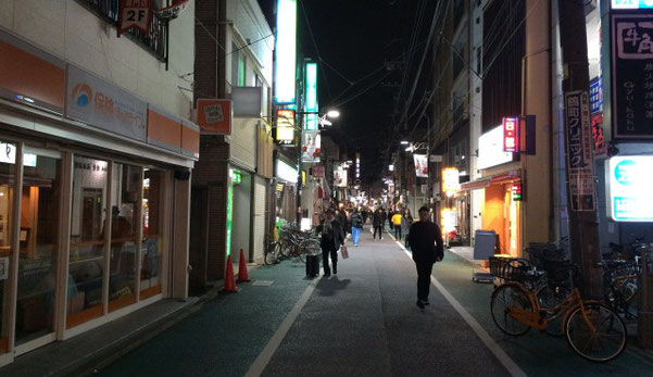 世田谷経堂の夜の商店街