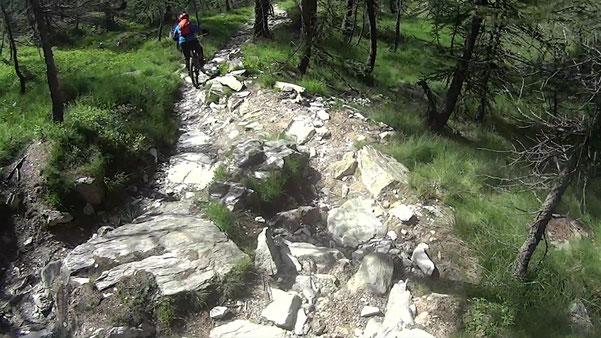 ulteriore salita di 400 metri di dsl verso il colle Ciarbonet per affrontare un'altra lunga discesa tecnica