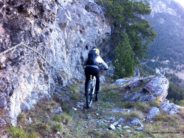 dal Colle della Scala iniziano i tagli per evitare l'asfalto, il sentiero non è proprio adatto alle bici
