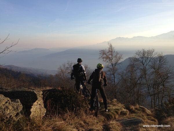 siamo sulla cresta a cavallo fra  Val Chisone  e  Val Angrogna ....bello