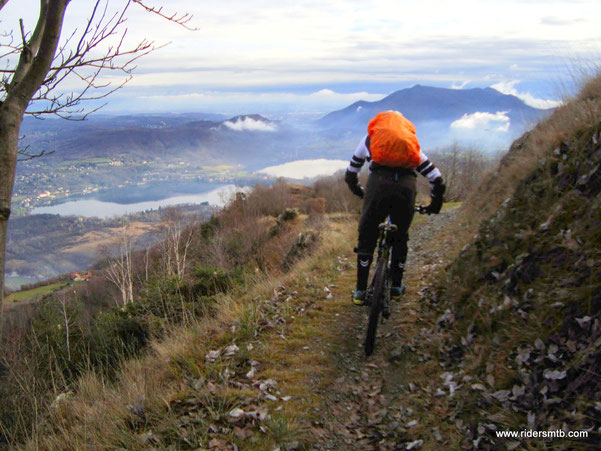 bellissimo traverso con panorama che spazia da Torino a gran parte della Val Susa