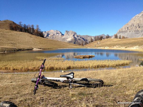 ecco la meta odierna -il Lago Thabor- spettacolare panorama difficilmente ripetibile a Novembre e con 20 gradi
