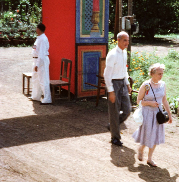 1965 : Fred with Mary Parry at the East-West Gathering at Guruprasad, Poona, India. Courtesy of Martin Cook. Trimmed image.
