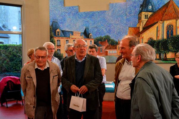 Image symbolique: Jacques Lefort et trois de ses conseillers pendant ses 3 mandats de maire de 1977 à 1995 et, en arrière-plan Jean-François Dufour maire actuel accompagné de deux de ses adjoints.
