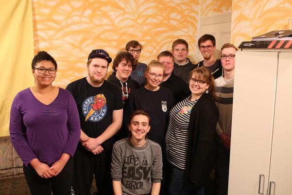 """Die Jugendgruppe """"Wohnzimmer"""" des CVJM Versmold hatte bereits eigene Erfahrungen mit dem Fasten gemacht. Die Teilnehmer hatten gute Anmerkungen und interessante Fragen."""